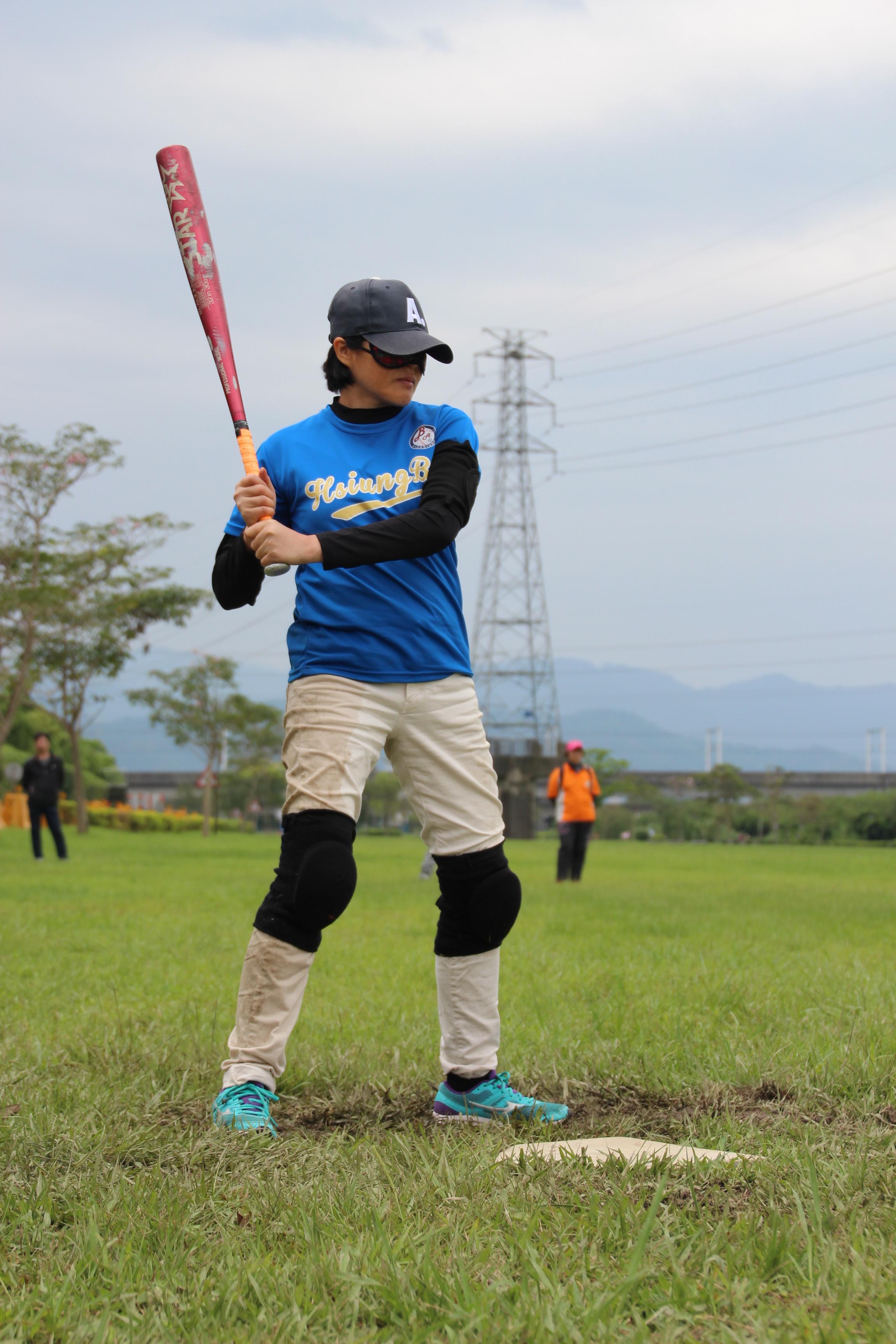 盲人棒球比賽中認真擔任打擊手的媛玲