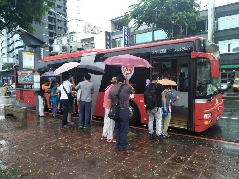 模擬情境:攔截到公車,準備搭乘公車繞附近商圈一圈