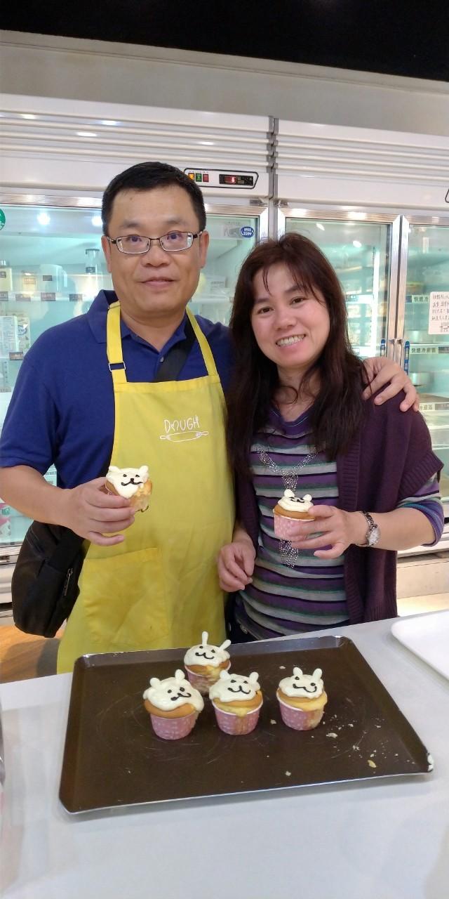 榮祥參與重建院母親節活動,製作蛋糕感謝太太一路以來的支持